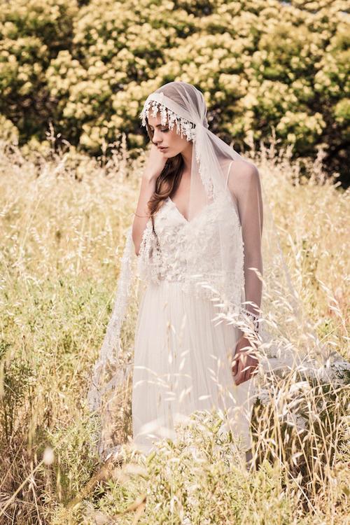 Chọn váy cưới bohemian cho đám cưới ngoài trời