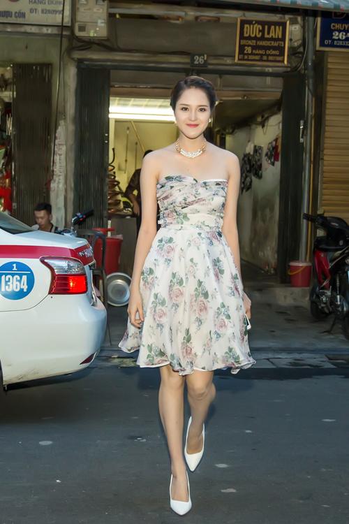 Hoàng Anh gợi cảm với thiết kế của Hoa hậu Ngọc Hân