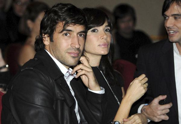 Trong làng bóng đá Tây Ban Nha còn nhiều cặp tình nhân chàng kém nàng một tuổi, nổi tiếng nhất là vợ chồng Raul.