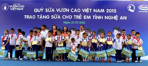 Khởi nguồn từ chương trình Một triệu ly sữa, đến nay, Quỹ trao gần 26 triệu ly sữa (94 tỷ đồng) cho hơn 333.000 trẻ em nghèo Việt Nam
