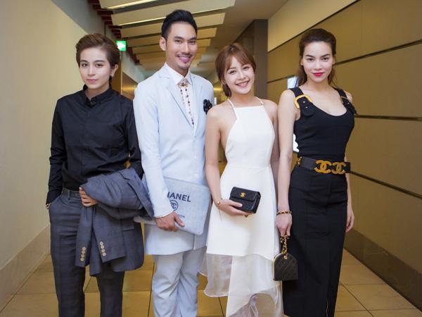 [Caption]Các nghệ sỹ Việt Nam nổi bật bởi gu ăn mặc sang trọng và lịch lãm khi đến bổi tiệc tối.