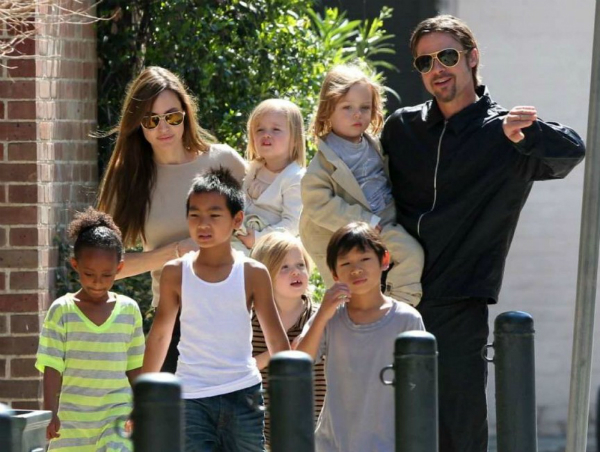 Angelina-Jolie-Brad-Pitt-Their-5308-4505