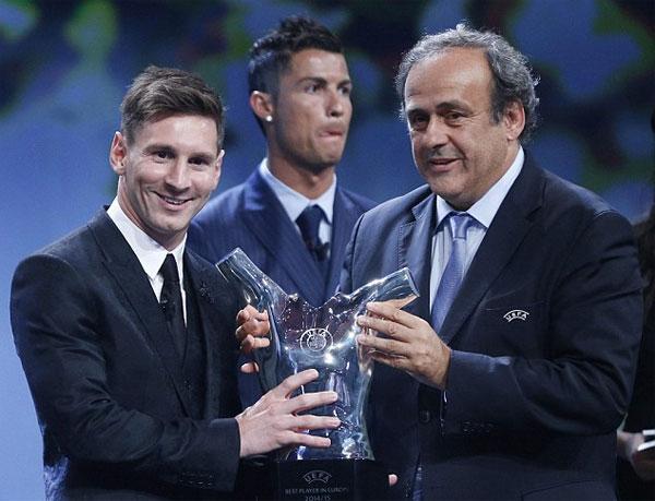 Trong số 54 nhà báo từ các quốc gia thành viên của UEFA, có tới 49 người chọn Messi, 3 người dành phiếu cho Suarez còn C. Ronaldo chỉ nhận được 2 phiếu