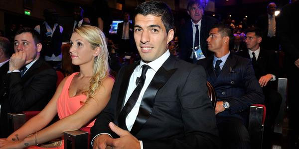 Suarez và bà xã Sofia Balbi trong lễ trao giải tối qua. Ảnh: Tumblr.