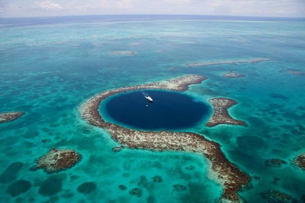 Những hố nước tròn kỳ lạ trên thế giới