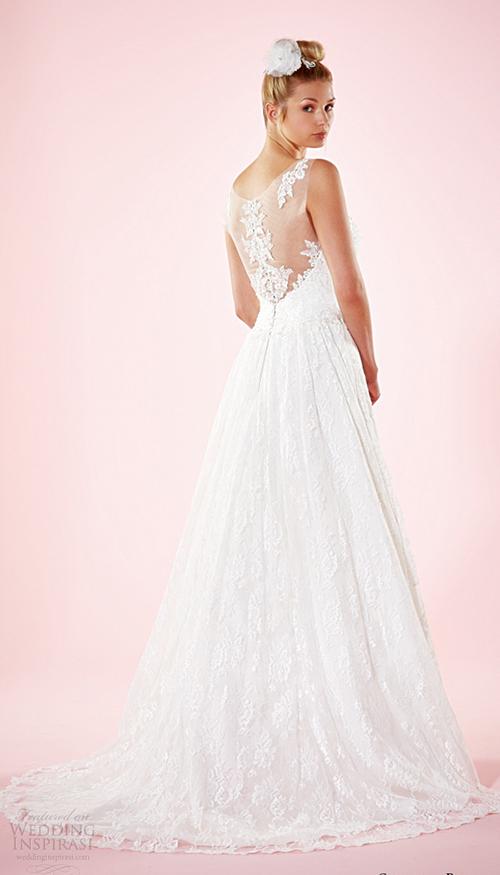 Váy cưới thanh nhã như những bông hoa hồng