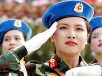 Nữ thiếu úy quân y xinh đẹp trong đoàn diễu binh