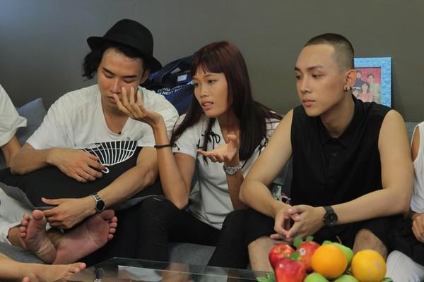 Tại tập 2 của chương trình, Nguyễn Thị Hợp để lộ tính xấu về cách ứng xử thô lỗ, không quan tâm đến cảm xúc của người đối diện.