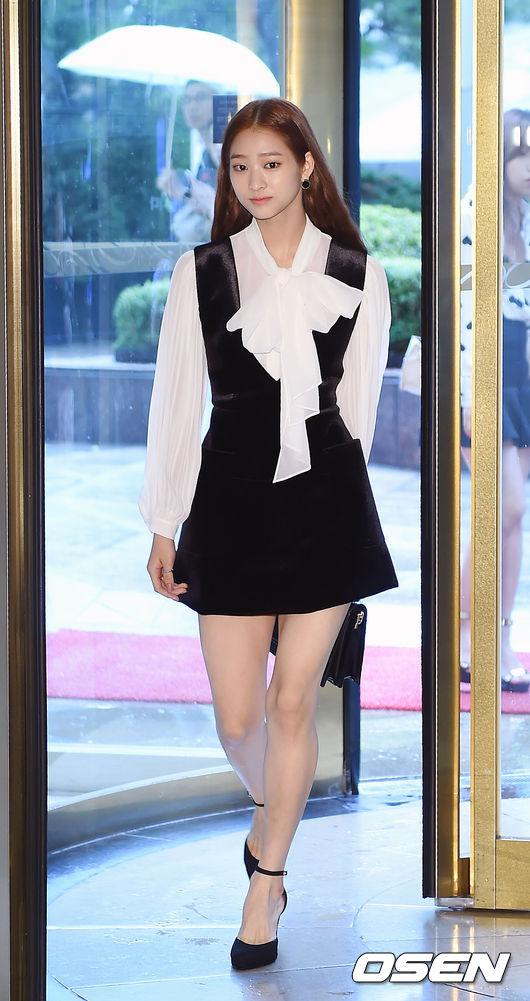 Vợ Bae Yong Joon đẹp nuột tái xuất sau ngày cưới
