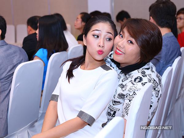 MC Liêu Hà Trinh (trái) và ca sĩ Phương Anh Idol.