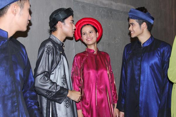 Host Thanh Hằng cũng cho biết nếu muốn trở thành người mẫu chuyên nghiệp bên cạnh những xu hướng thời trang mới nhất, các thí sinh cần phải hiểu được cả những nét đẹp trong thời trang của dân tộc.