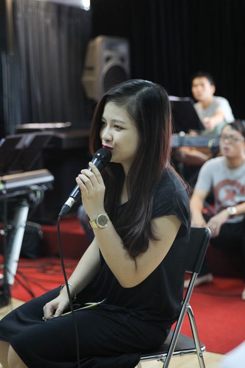 Riêng Dương Hoàng Yến được ê kíp sản xuất giao cho ca khúc song ca 'A whole new world'