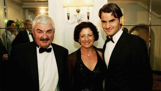 Bố mẹ Federer đều là những người yêu thích thể thao