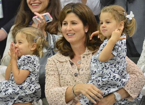 Bà xã Mirka và hai cặp song sinh đầu lòng của Federer luôn theo sát anh trong các giải đấu.