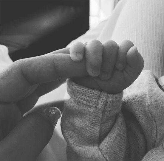 Bạn gái Messi hé lộ hình ảnh đầu tiên của con trai mới sinh