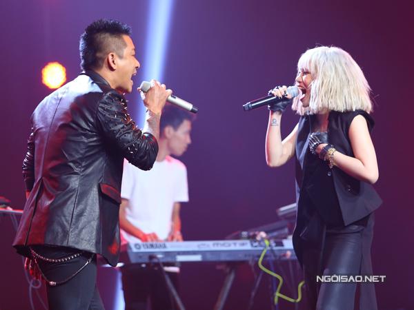 Phần thi cuối cùng, Yến Lê hát cùng huấn luyện viên Tuấn Hưng liên khúc