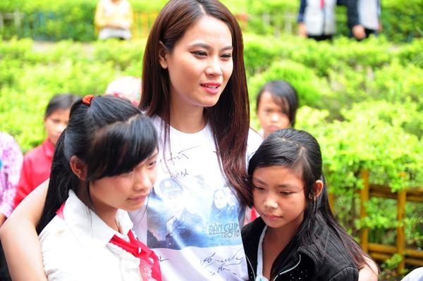 DV-Van-Anh-xuc-dong-khi-gap-6437-1442215