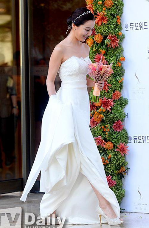 Váy cưới thanh lịch của mỹ nhân Hàn 2015