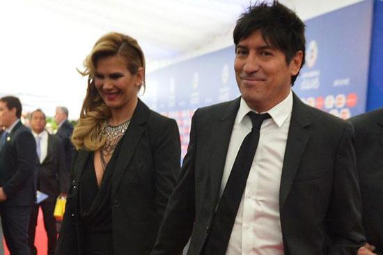 Cựu sao Chilê và bà xã Maria tại lễ bốc thăm chia bảng Copa America cuối năm ngoái.