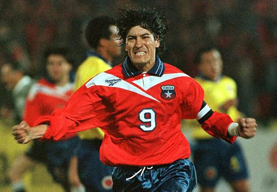 Ivano Zamorano trong màu áo tuyển Chilê.