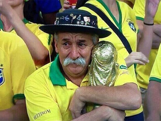 Ông Clovis Acosta Fernandes với hình ảnh đầy ấn tượng sau trận bán kết World Cup năm ngoái ở quê nhà Brazil.
