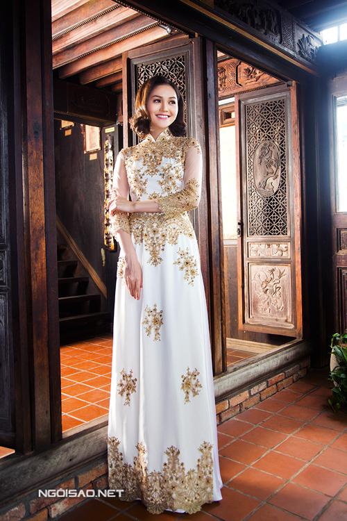 Miss Hye Trần đẹp lộng lẫy diện áo dài cưới