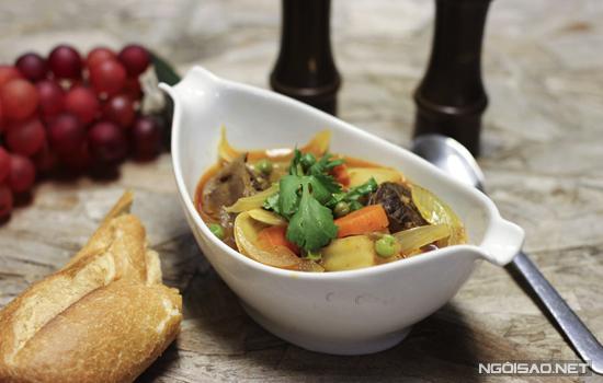 Món lagu thơm nức với phần thịt bò chín mềm thấm đẫm gia vị đầy hấp dẫn. Đây là món ăn mà bạn có thể thực hiện để đổi vị cho bữa cơm gia đình.