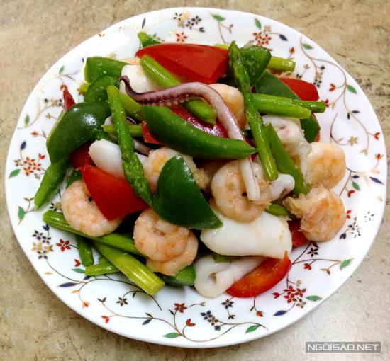 Với những người thích hải sản thì món ăn bắt mắt này sẽ giúp đã cơn thèm, cách làm lại rất đơn giản.