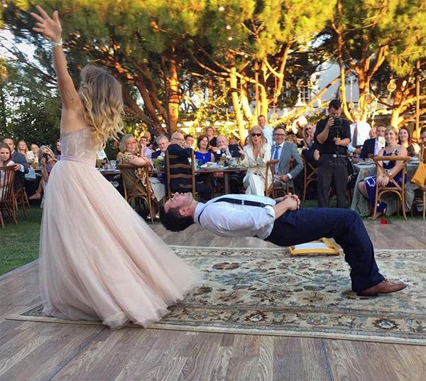 Chú rể nằm lơ lửng trên không trung trong ngày cưới 3