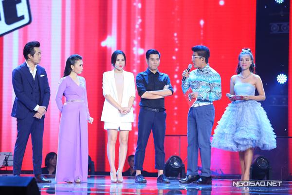Các thành viên trong ban giám khảo khá căng thẳng vì đêm thi này họ sẽ phải loại hai thí sinh trong đội của mình.