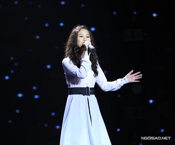 Hằng My của đội Hồ Hoài Anh  Lưu Hương Giang thể hiện ca khúc Fight Song. Em gây được ấn tượng mạnh mẽ với phần mở đầu tự đệm đàn piano và hát.