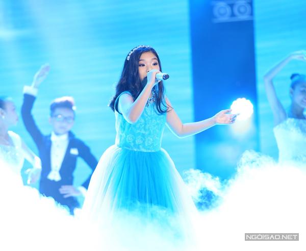 Phương Khanh thể hiện sở trường opera với ca khúc bất hủ Dòng sông xanh
