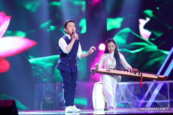 Nguyễn Trương Thế Thanh của đội Cẩm Ly chọn ca khúc Thương mẹ (Sáng tác: Cao Nhật Minh) để thể hiện sở trường với dòng nhạc mang âm hưởng dân ca.