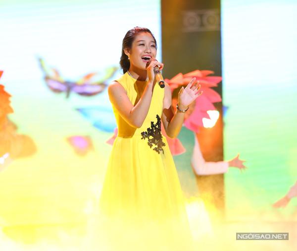 Thu Thủy của đội Hồ Hoài Anh  Lưu Hương Giang chọn ca khúc Mặt trời ngày mới (Sáng tác: Bảo An) để thể hiện trong đêm thi.