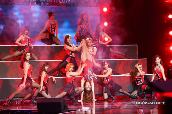 Hồ Ngọc Hà mặc s.e.xy, khoe vũ đạo nóng bỏng trong bài hit