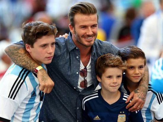Becks chạnh lòng vì con trai miễn cưỡng đá bóng