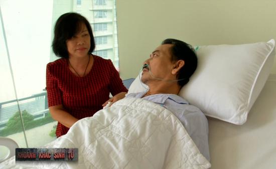 Bà Thu HươngBà Thu Hương, vợ diễn viên Mã Trung bồi hồi kể: Lúc đó tôi như người mất hồn, lo sợ và không biết mình làm được gì để giúp chồng đang nằm trên giường mổ.