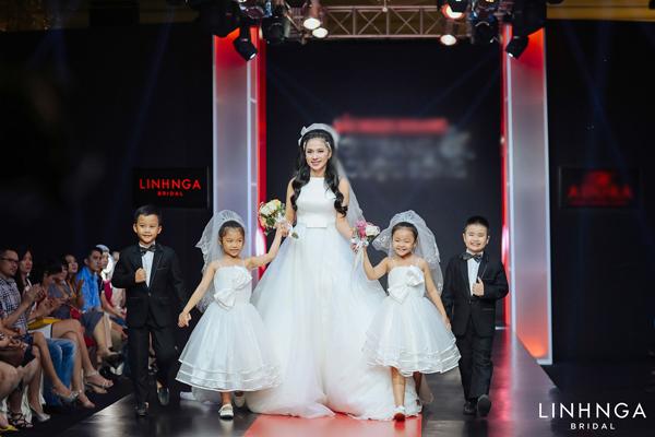 Việt Trinh làm vedette trong đêm diễn váy cưới