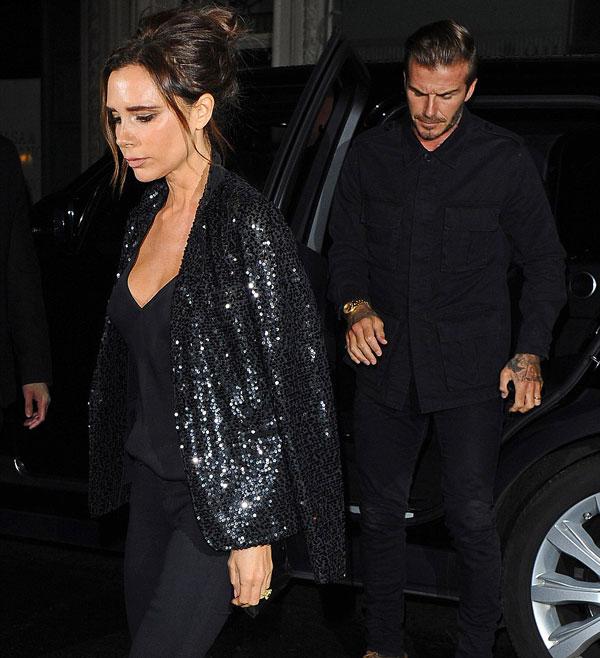 Vợ chồng Becks thanh lịch, sang trọng trong bộ đồ đen khi mới tới cửa hàng.