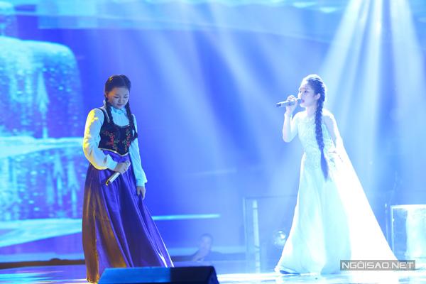 Hà Minh và Hà Vy của đội Dương Khắc Linh cùng thể hiện các ca khúc trong bộ phim nổi tiếng Nữ hoàng băng giá theo phong cách nhạc kịch Brockway.