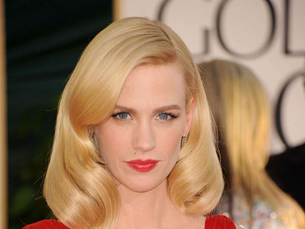 7. Jim Carrey reportedly dated January Jones in 2002. Jim and January dated in 2002. It