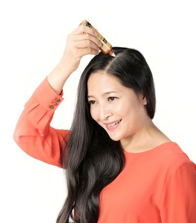 Trải nghiệm chăm sóc tóc với sản phẩm có tinh chất thiên nhiên.