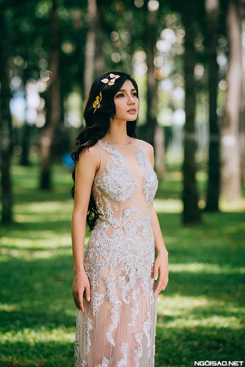 Lâm Mỹ Vân xinh đẹp diện váy cưới xuyên thấu