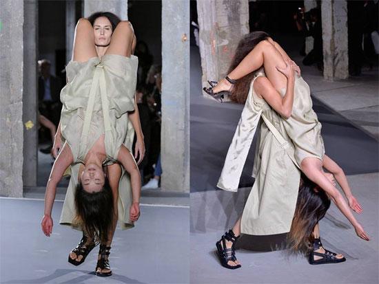 Buổi trình diễn thời trang gây sốc tại Tuần lễ thời trang Paris hôm 1/10.