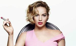 Jennifer Lawrence từng 'tè' trong bồn rửa mặt