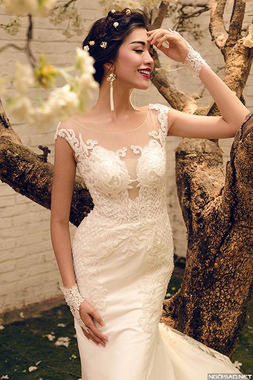 Á hậu Lệ Hằng khoe dáng sexy với váy cưới