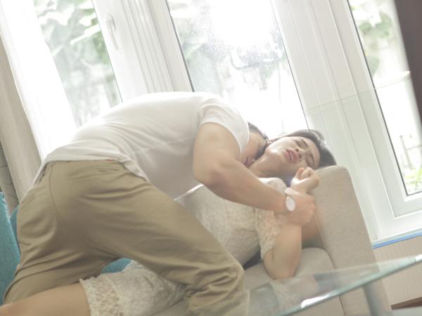 [Caption]Chan Than San vốn là một người bạn của Ngô Kiến Huy ngoài đời, anh cũng là người từng tham gia MV Giả vờ yêu hit đình đám của Ngô Kiến Huy năm xưa, nhân dịp về nước tham gia phim Tết đã được Ngô Kiến Huy mời tham gia diễn xuất.