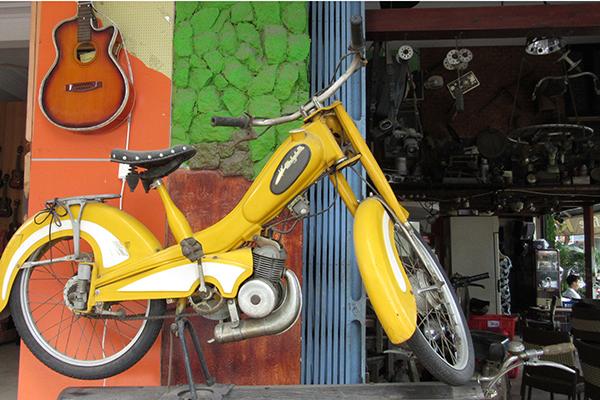 Uống cafe trong không gian 300 món đồ cổ ở Đà Nẵng