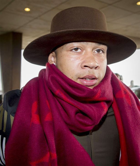 Memphis Depay bị giới truyền thông ở quê nhà Hà Lan chê cười khi xuất hiện tại sân bay