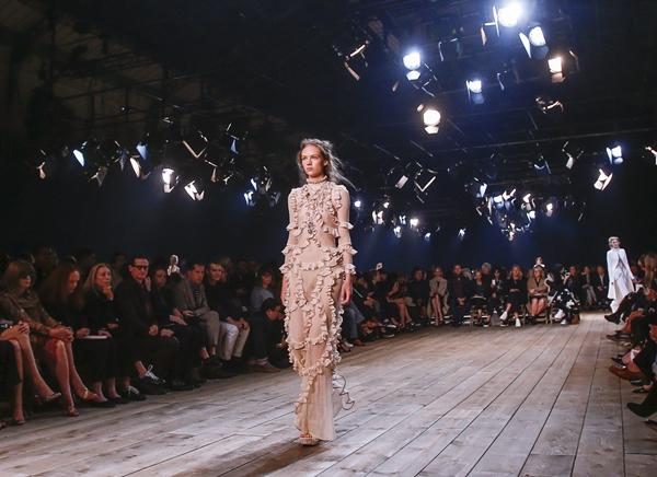 10-bo-suu-tap-dinh-nhat-o-paris-fashion-week-6